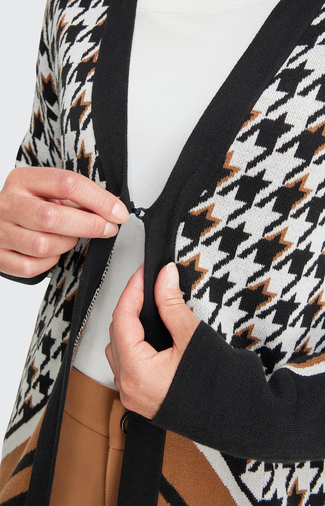 Strickjacke mit Muster-Mix  in Schwarz